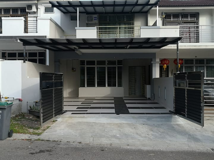 Cozy Double Storey Family Suite@Taman Ehsan Jaya