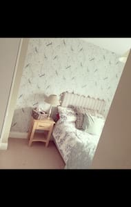 New house, 7 minute drive from City Centre, - Ferrybank - House