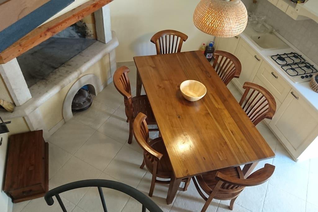 Dnevni boravak i kuhinja - pogled sa stepenica