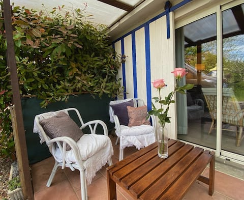 Cozy duplex gite with a shared pool in Digoin