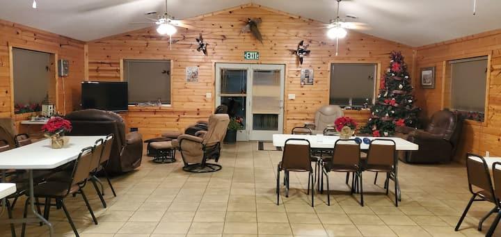 Elm Lake Lodge - Hunting/Reunion Center
