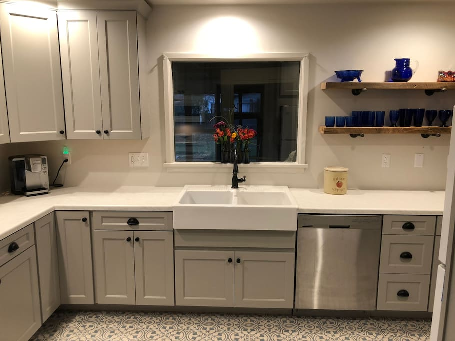 Spacious newly remodeled gourmet kitchen