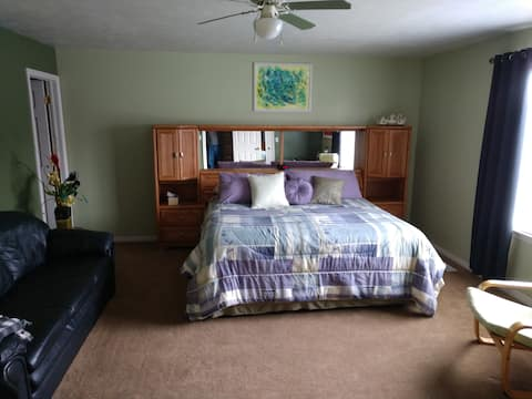 King Size Master Suite near park and downtown