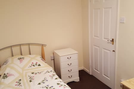 Single Bedroom on Mill Road - Cambridge - Wikt i opierunek