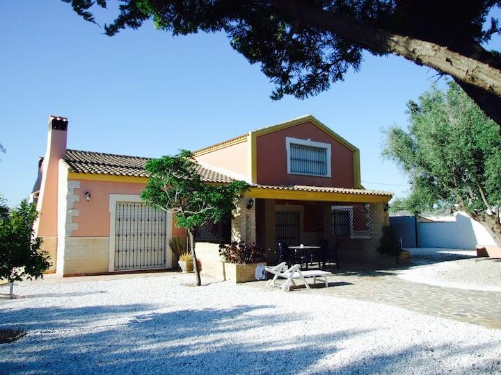 Villa Castanea - Rustic Spanish Retreat