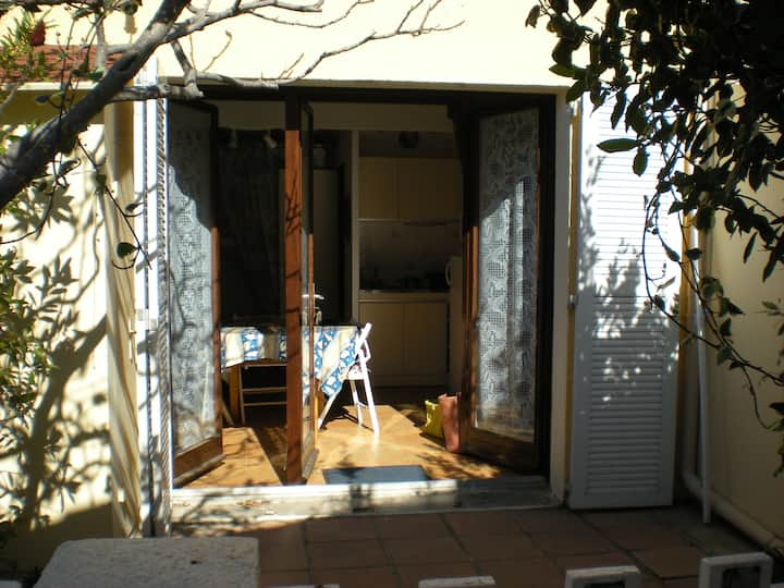 VILLA T1 mezzanine avec terrasse/piscine