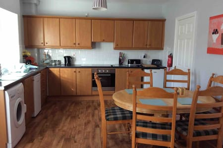 Riverside - 3 bed town apartment, sleeps  5 adults