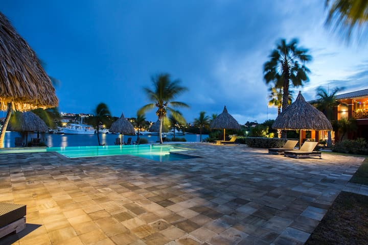 Luxury 4pp Apartment at Spanish Water Curacao (B8)