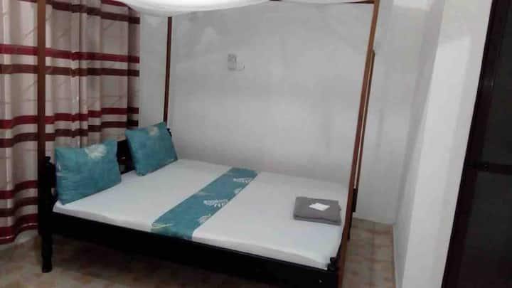 Zaradise suites  Clean spacious en-suite rooms