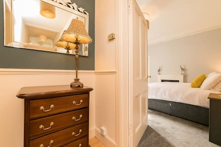 Perth city centre large two bed apartment