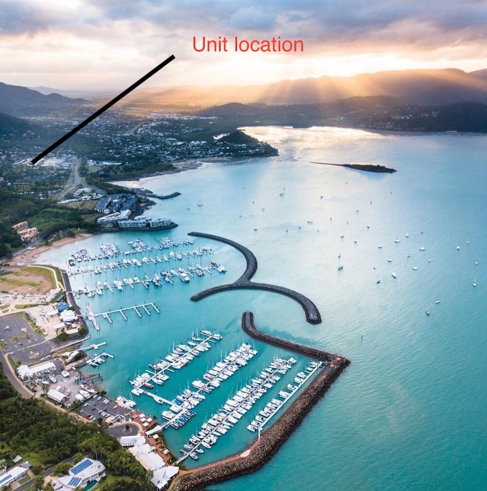 Close to shops, Airlie Beach and Marina