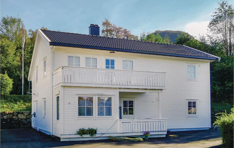 Holiday apartment with 2 bedrooms on 95m² in Seimsfoss