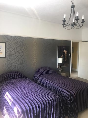 Super king or Twin room with private bathroom