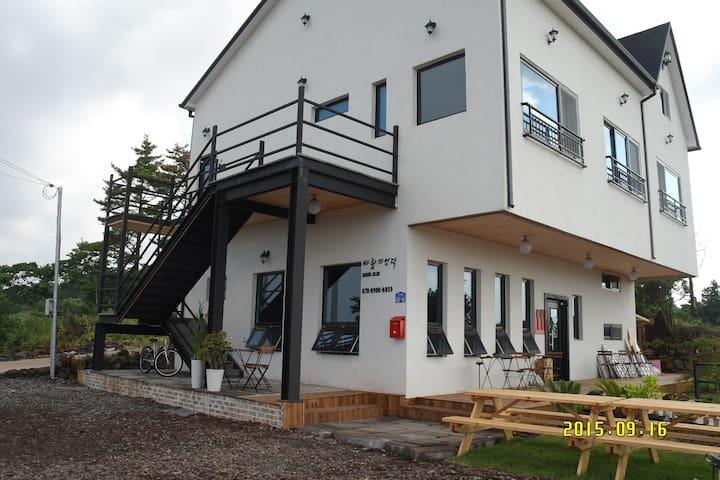 BAUNJEJU GUEST HOUSE RESTAURANT