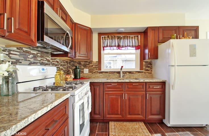 EMG, Full kitchen, FreeParking, 20 mins-downtown