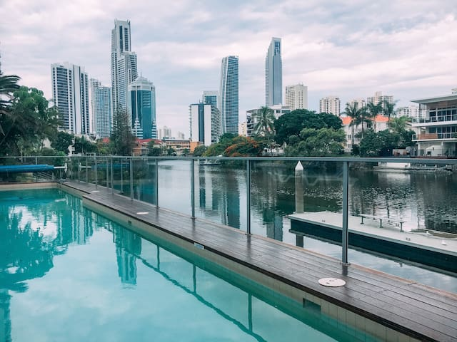 Waterfront cozy double room - Surfers Paradise - Appartement