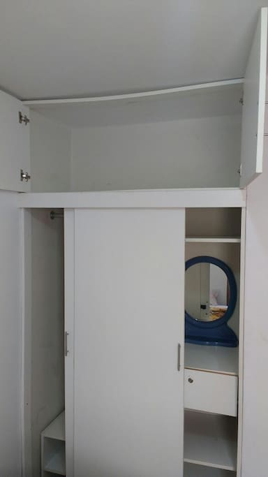 Amplio Closet.