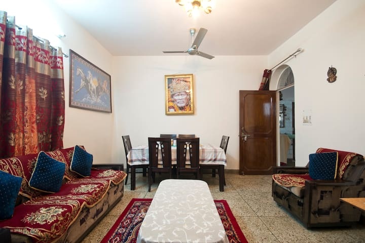 Homely stay airport pickup optional - New Delhi - House