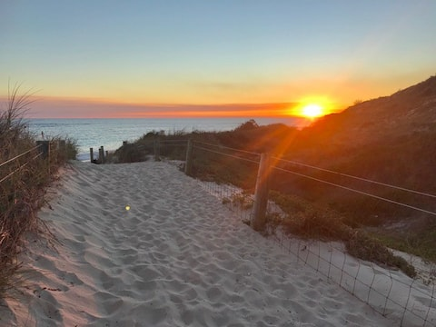 Yanchep Beach Bungalow - Oceanfront - Pet friendly