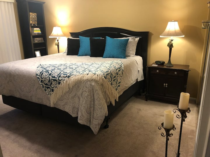 KING Bed~Private Bath~Fast WiFi~Organic Linens!