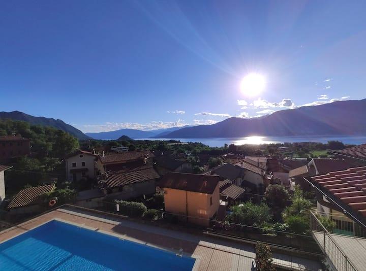 Grande appartamento, vista lago,piscina riscaldata