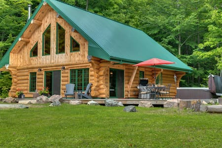 Cabin Faubert...the Perfect Getaway in Wakefield!