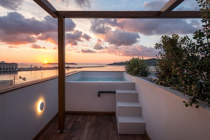 Shapes Luxury Suites with hot tub on terrace