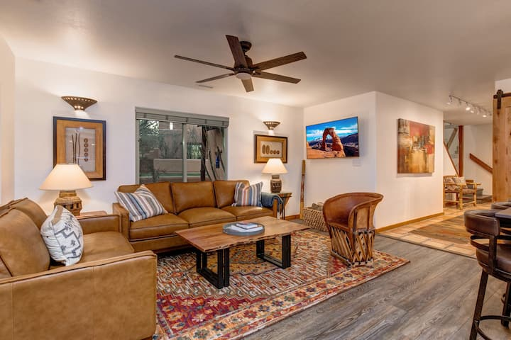 Best of the Best, Moab townhome, adjacent to golf