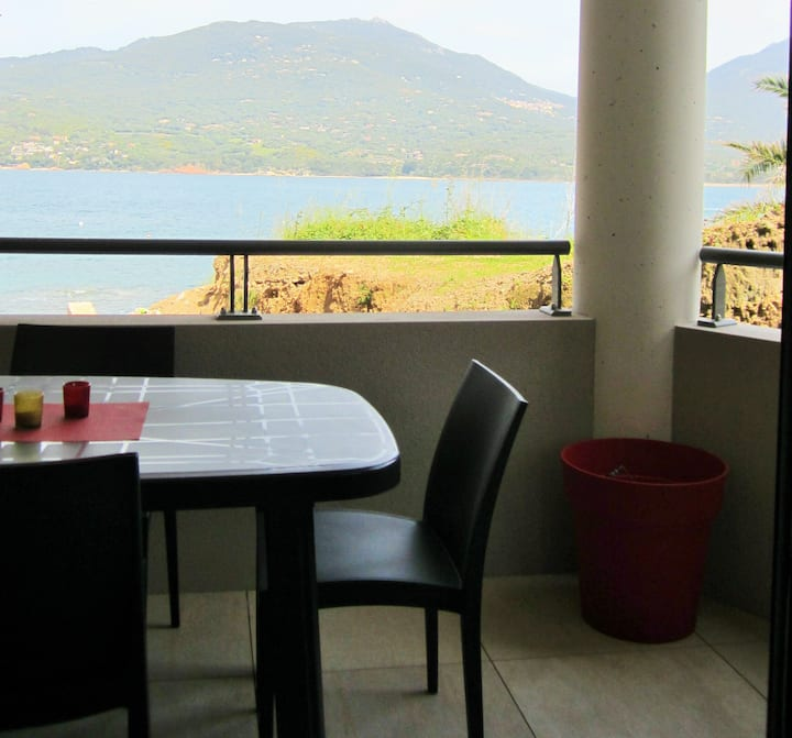 Beau T2 neuf sur plage terrasse vue mer clim wifi