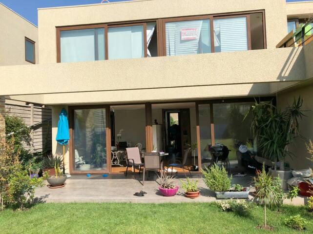 Casa nueva y amplia con jardin - Barrio Chamisero