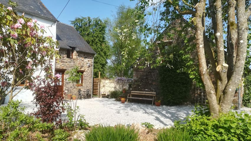 Country Cottages Brittany - Peony Cottage