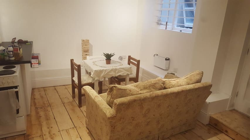 Clean, cosy & spacious studio flat in Shoreditch