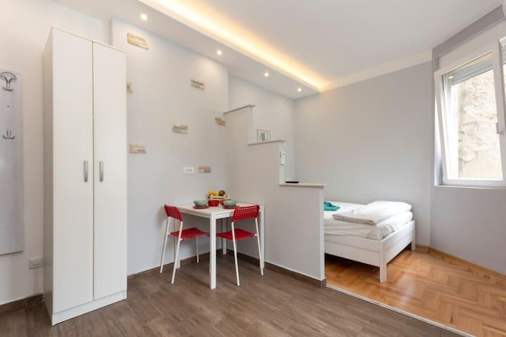 Apartment Panija 2 (cozy central studio)