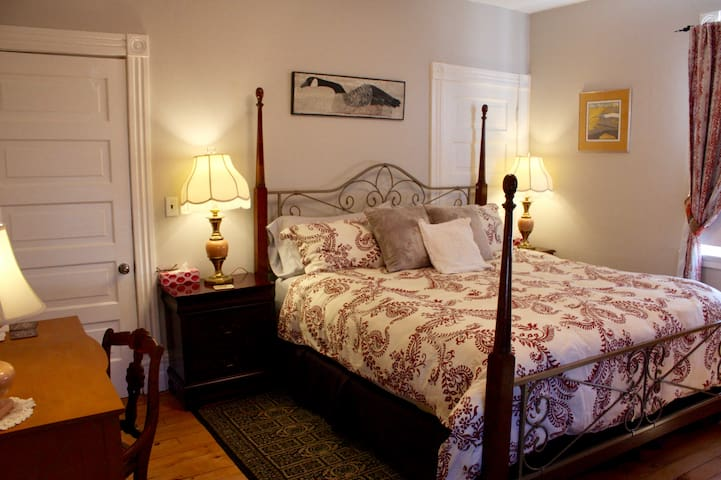 Mettawas End Bed & Breakfast - The Laidlaw Room