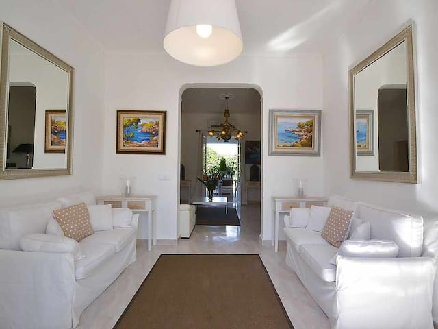 Beautiful village house with Mediterranean decoration 100m from the beach