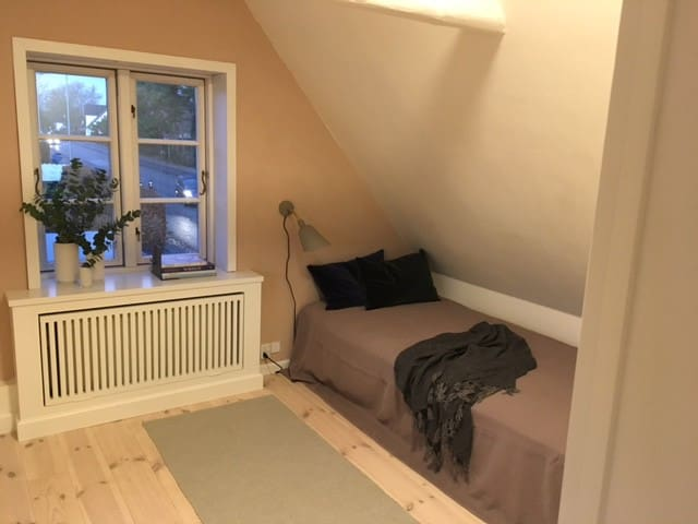 Charming room in farmer cottage - near Copenhagen - Kongens Lyngby - House