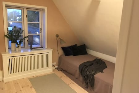 Charming room in farmer cottage - near Copenhagen - Kongens Lyngby - 独立屋
