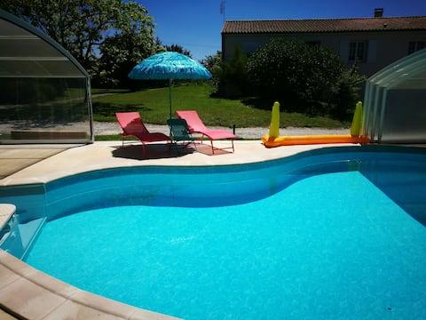 Maison moderne  Avec piscine chauffée à 100m