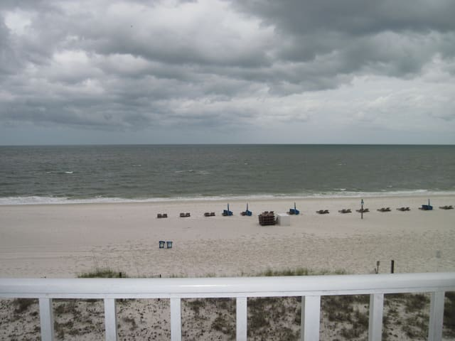 4th Fl 2 BR Gulf Front Condo Beaches Open May 1st!