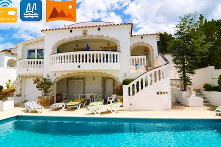 Summer villa with pool and views. Near the beach! - レスカラ(L'Escala)