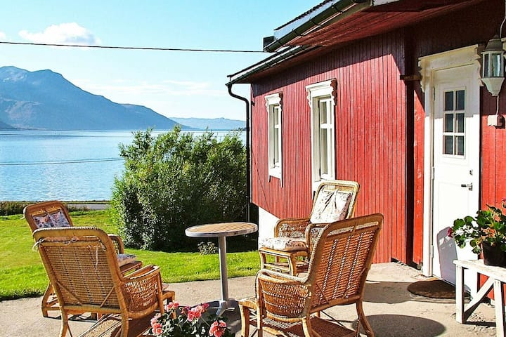 4 star holiday home in Straumsbukta