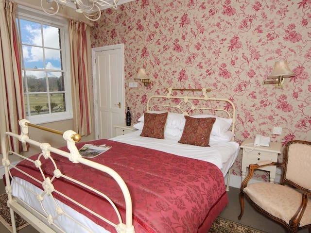 Double room-Standard-Ensuite with Bath-Garden View-Room 12