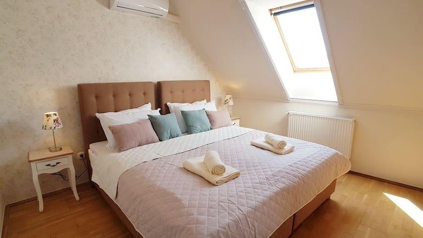 Rozsa Street Lucy Apartment, Heviz