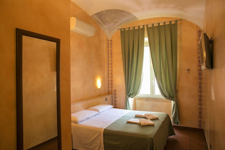 Comfy double room close to Termini station