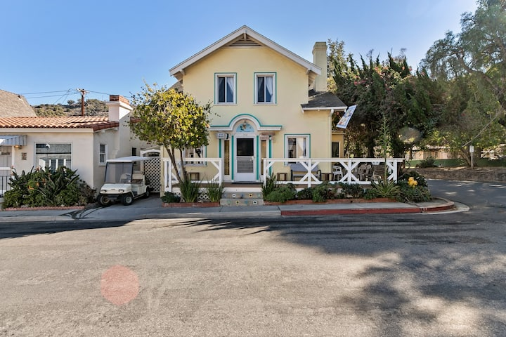 358D: Large Family Home, 3 Blocks to Beach & Shops, BBQ, WIFI