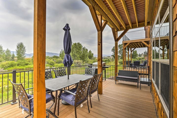 Pristine Home on River - 4 Mi to Ski Granby Ranch!