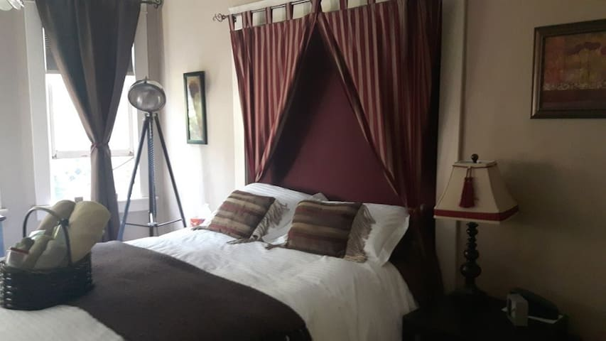 River Wynde Executive Bed & Breakfast by Elevate Rooms - Fire Room