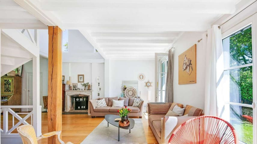 LOVELY 4 BEDS 3 BATHS OLD MANOIR PARIS VERSAILLES