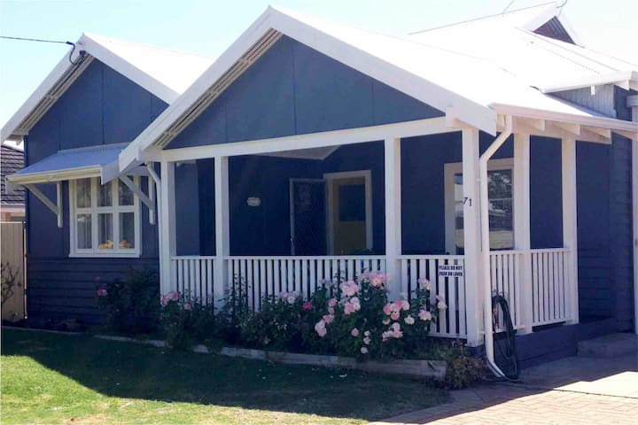 Calm Seas Cottage - Central Busselton