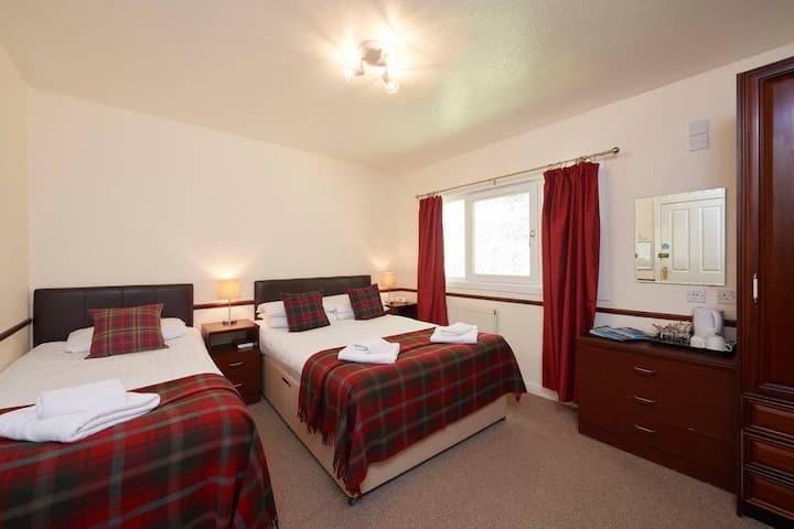 Triple Loch Ness Clansman Hotel